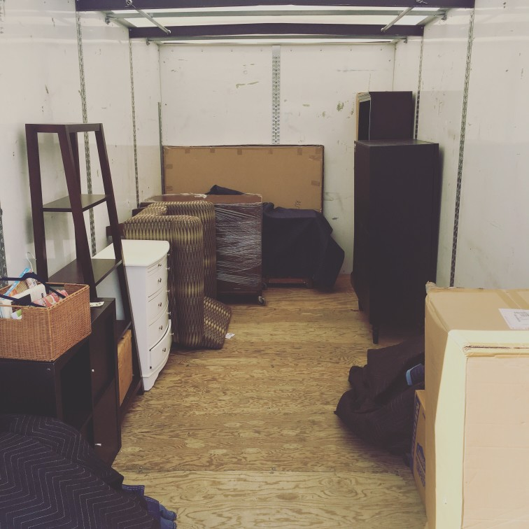 moving-and-unpacking-the-truck_t20_0A7m1g